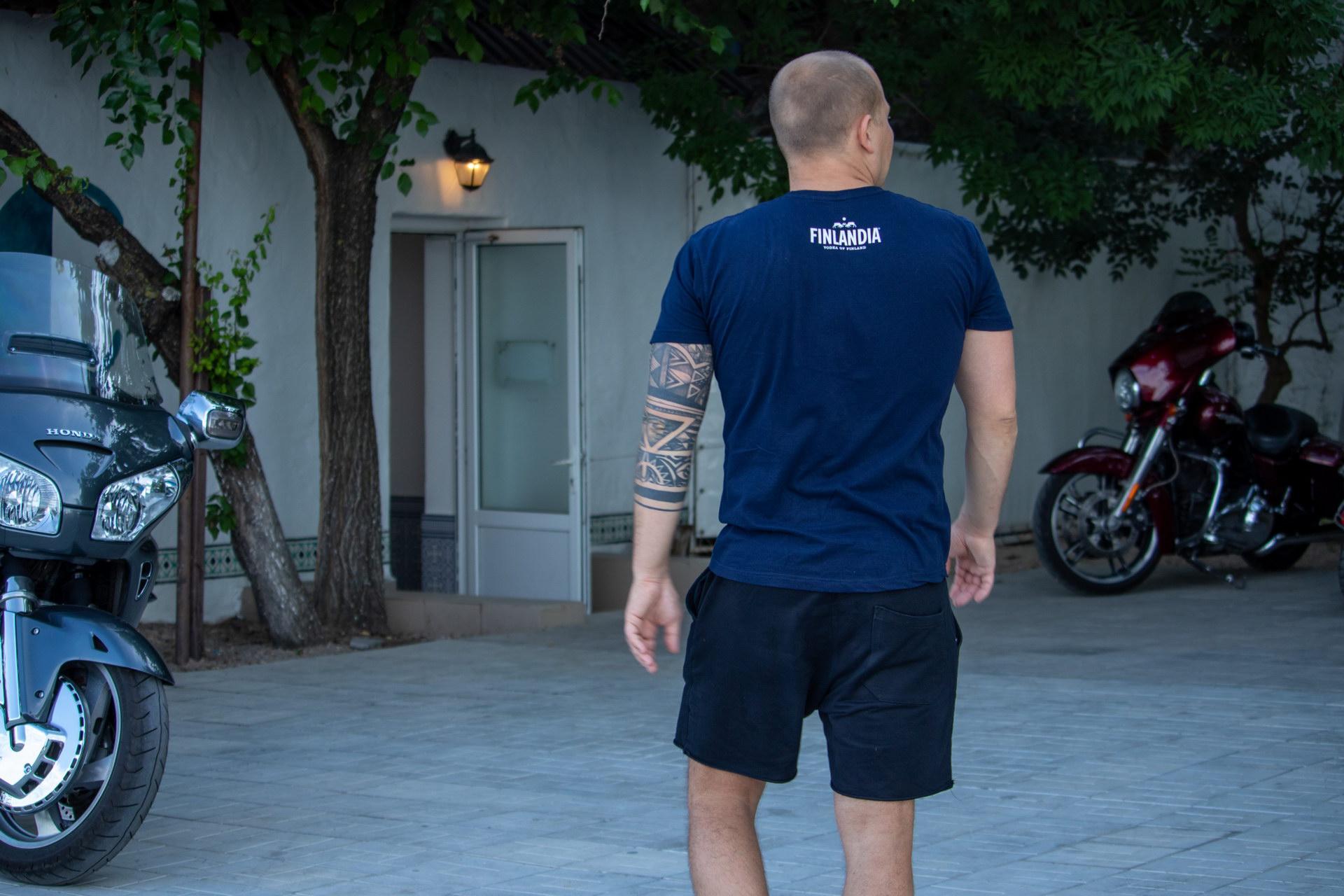 Тату с узорами и линиями на руке мужчины - street tattoo № 07 – 24.06.2020 – tatufoto.com 3