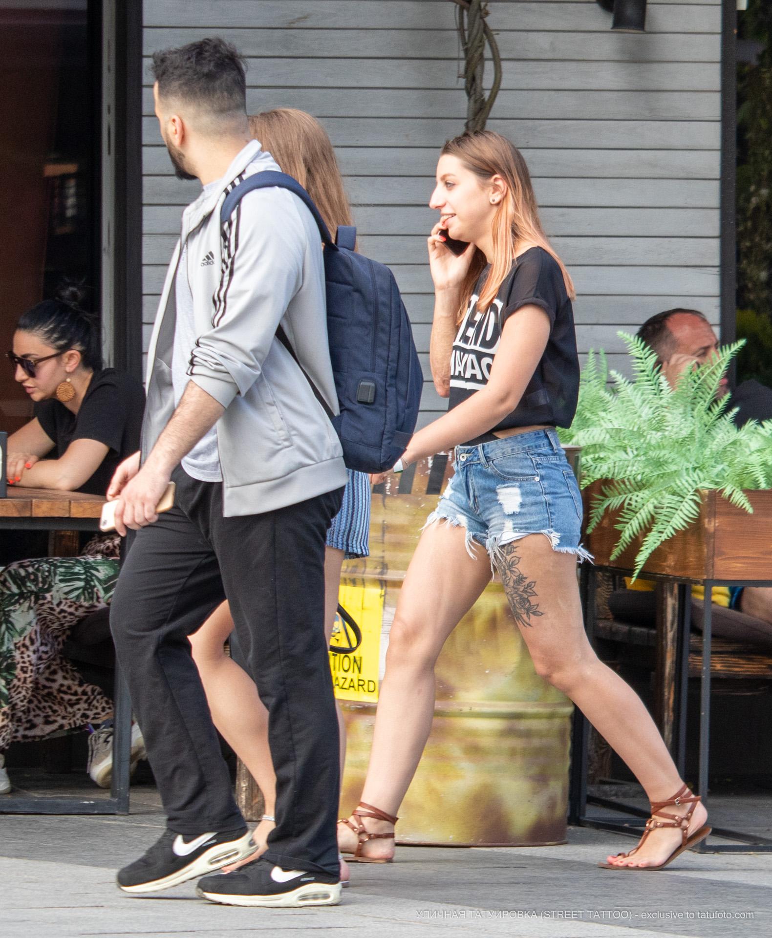 Тату с цветами на ноге девушки - Уличная татуировка (street tattoo) № 06 – 18.06.2020 – tatufoto.com 1