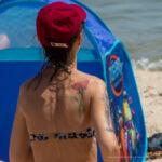 Тату с цветком на правой лопатке девушки – Уличная татуировка (Street tattoo) № 04 – 12.06.2020 для tatufoto.com 4