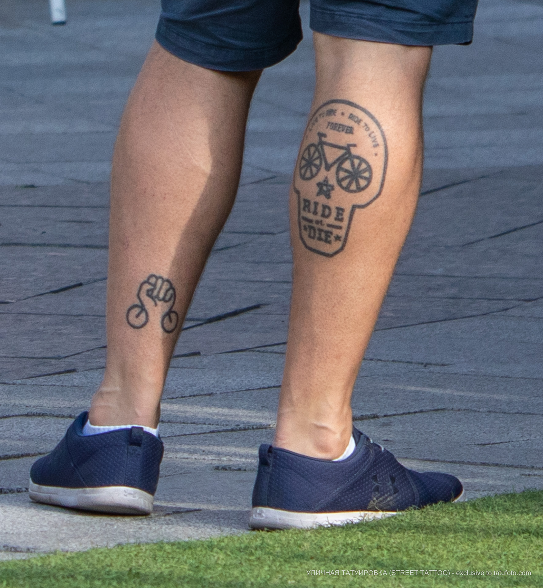 Тату с черепом и велосипедом на ноге парня - Уличная татуировка (street tattoo) № 06 – 18.06.2020 – tatufoto.com 3