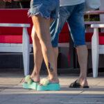 Тату с черной кошкой внизу ноги девушки – Уличная татуировка (street tattoo) № 06 – 18.06.2020 – tatufoto.com 1