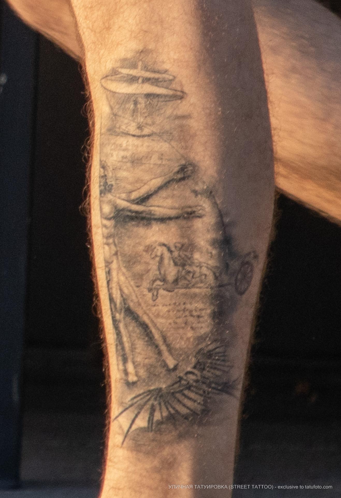 Фото татуировки с Витрувианским человеком и чертежами изобретений Леонардо да Винчи – Уличная татуировка (street tattoo) № 06 – 18.06.2020 – tatufoto.com 4