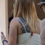 Фото тату на левой лопатке девушки с цветами и узором – Уличная татуировка (Street tattoo) № 04 – 12.06.2020 для tatufoto.com 1