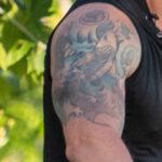 Фото тату с карпом в воде на плече мужчины – Уличная татуировка (street tattoo) № 06 – 18.06.2020 – tatufoto.com 3
