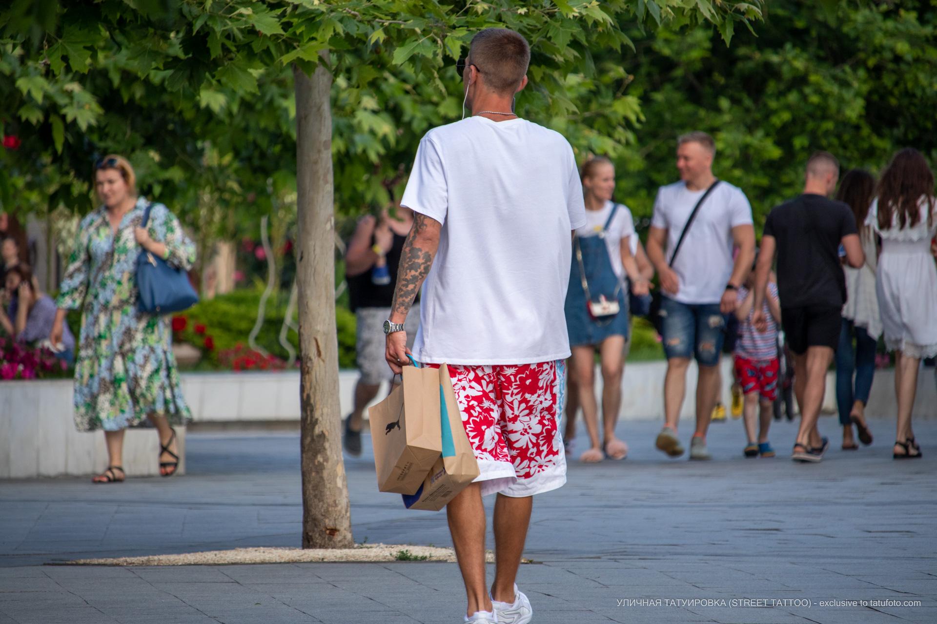 Фото тату с тучками на руке парня - Уличная татуировка (street tattoo) № 06 – 18.06.2020 – tatufoto.com 1