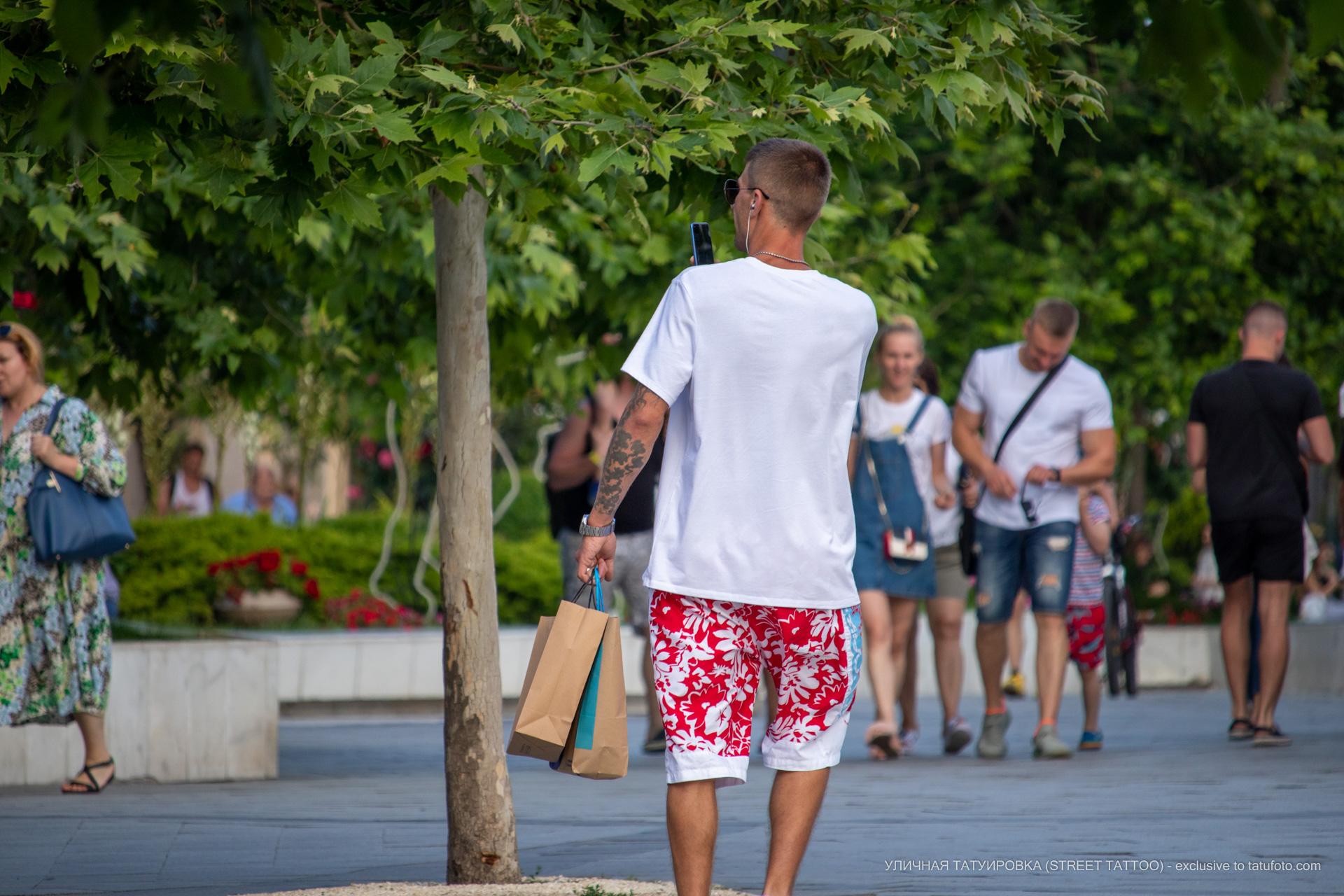 Фото тату с тучками на руке парня - Уличная татуировка (street tattoo) № 06 – 18.06.2020 – tatufoto.com 3