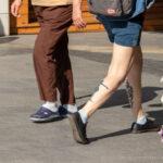 Фото тату с черным силуэтом девочки в платье на ветру - Уличная татуировка (street tattoo) № 06 – 18.06.2020 – tatufoto.com 4