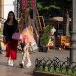 Хендпоук тату на теле колоритной молодой девушки – Уличная татуировка (Street tattoo) № 05 – 15.06.2020 для tatufoto.com 1