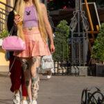 Хендпоук тату на теле колоритной молодой девушки – Уличная татуировка (Street tattoo) № 05 – 15.06.2020 для tatufoto.com 4
