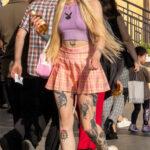 Хендпоук тату на теле колоритной молодой девушки – Уличная татуировка (Street tattoo) № 05 – 15.06.2020 для tatufoto.com 9