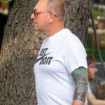 Цветная тату с восточным рукавом на руке мужчины – Уличная татуировка (Street tattoo) № 05 – 15.06.2020 для tatufoto.com 1