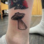 Фото татуировки с НЛО - пришельцами 02.07.2020 №157 -UFO tattoo- tatufoto.com