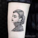 Фото тату с Одри Хепберн 10.08.2020 №034 -Audrey Hepburn tattoo- tatufoto.com