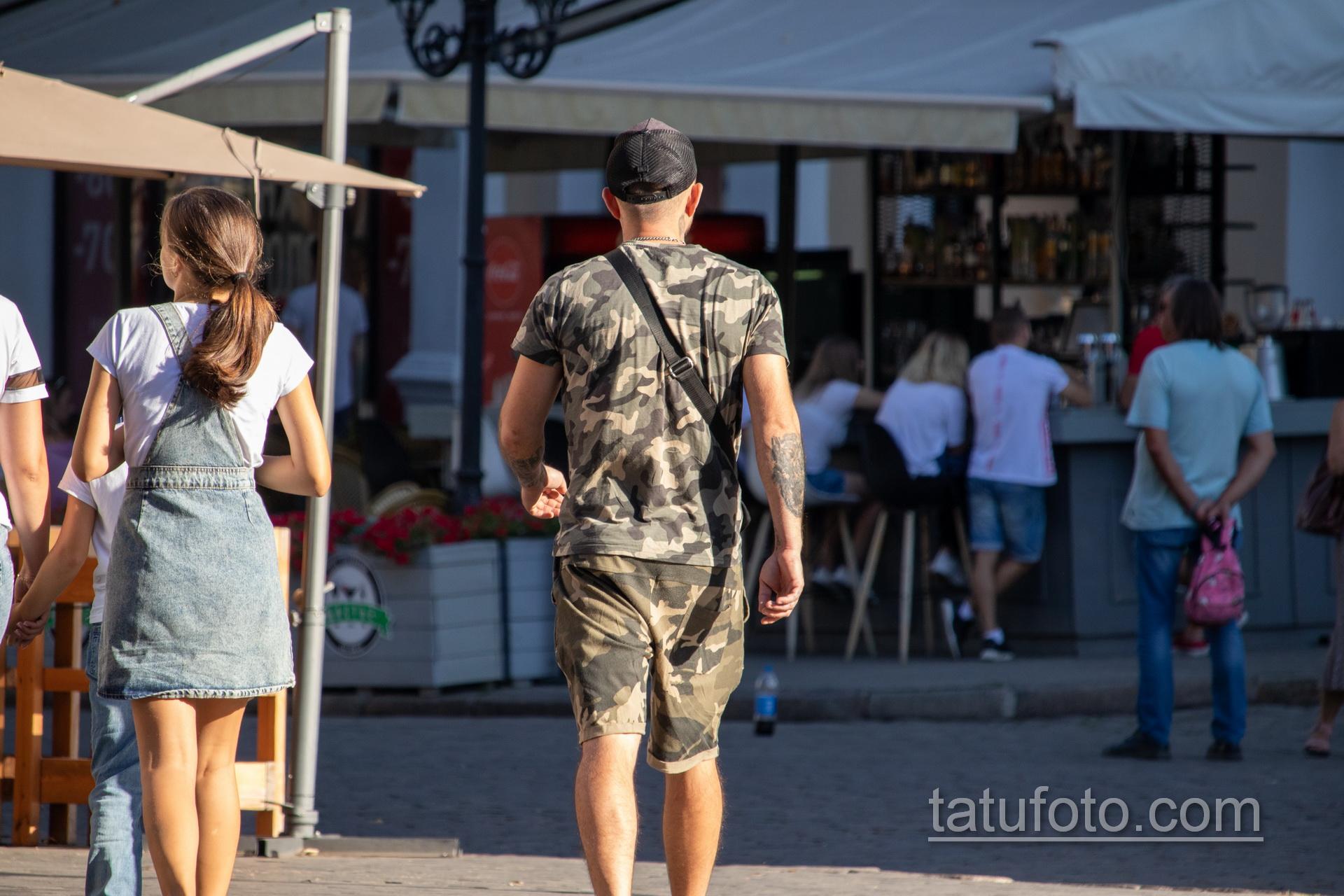 Биомеханическая татуировка на левой руке мужчины – Уличная татуировка 14.09.2020 – tatufoto.com 1