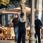 Блекворк тату с сухими ветками дерева на руке девушки --Уличная тату-street tattoo-21.09.2020-tatufoto.com 6