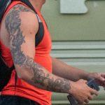 Большая татуировка с цветами по руке мужчины – 17.09.2020 – tatufoto.com 2