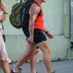Большая татуировка с цветами по руке мужчины – 17.09.2020 – tatufoto.com 3