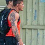 Большая татуировка с цветами по руке мужчины – 17.09.2020 – tatufoto.com 4