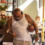 Взрослый колоритный мужчина с мячем для регби и брутальными татуировками – 17.09.2020 – tatufoto.com 4