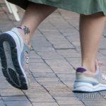 Маленькая тату с саламандрой внизу ноги девушки – Уличная татуировка 14.09.2020 – tatufoto.com 2