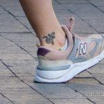 Маленькая тату с саламандрой внизу ноги девушки – Уличная татуировка 14.09.2020 – tatufoto.com 3