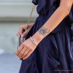 Маленькая тату с цветами на запястье левой руки девушки --Уличная тату-street tattoo-21.09.2020-tatufoto.com 2