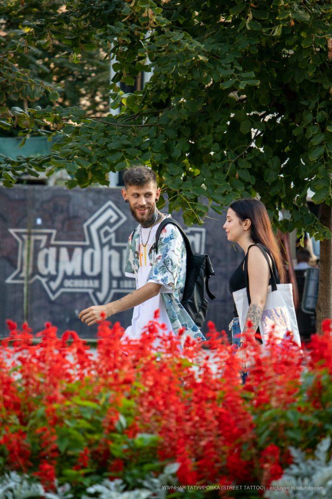 Много татуировок у молодых парня и девушки --Уличная тату-street tattoo-21.09.2020-tatufoto.com 6