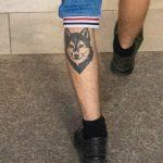 Молодой парень с заезженной татуировкой волка внизу ноги – 17.09.2020 – tatufoto.com 4