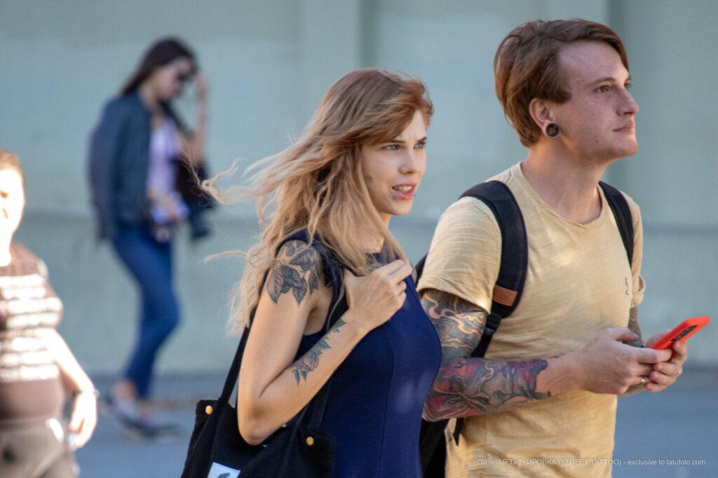 Молодые девушка и парень с красивыми татуировками – Уличная татуировка (street tattoo)-29.09.2020-tatufoto.com 1