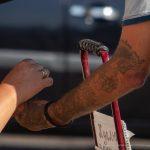 Неудачная татуировка с драконом на левой руке мужчины – 17.09.2020 – tatufoto.com 3