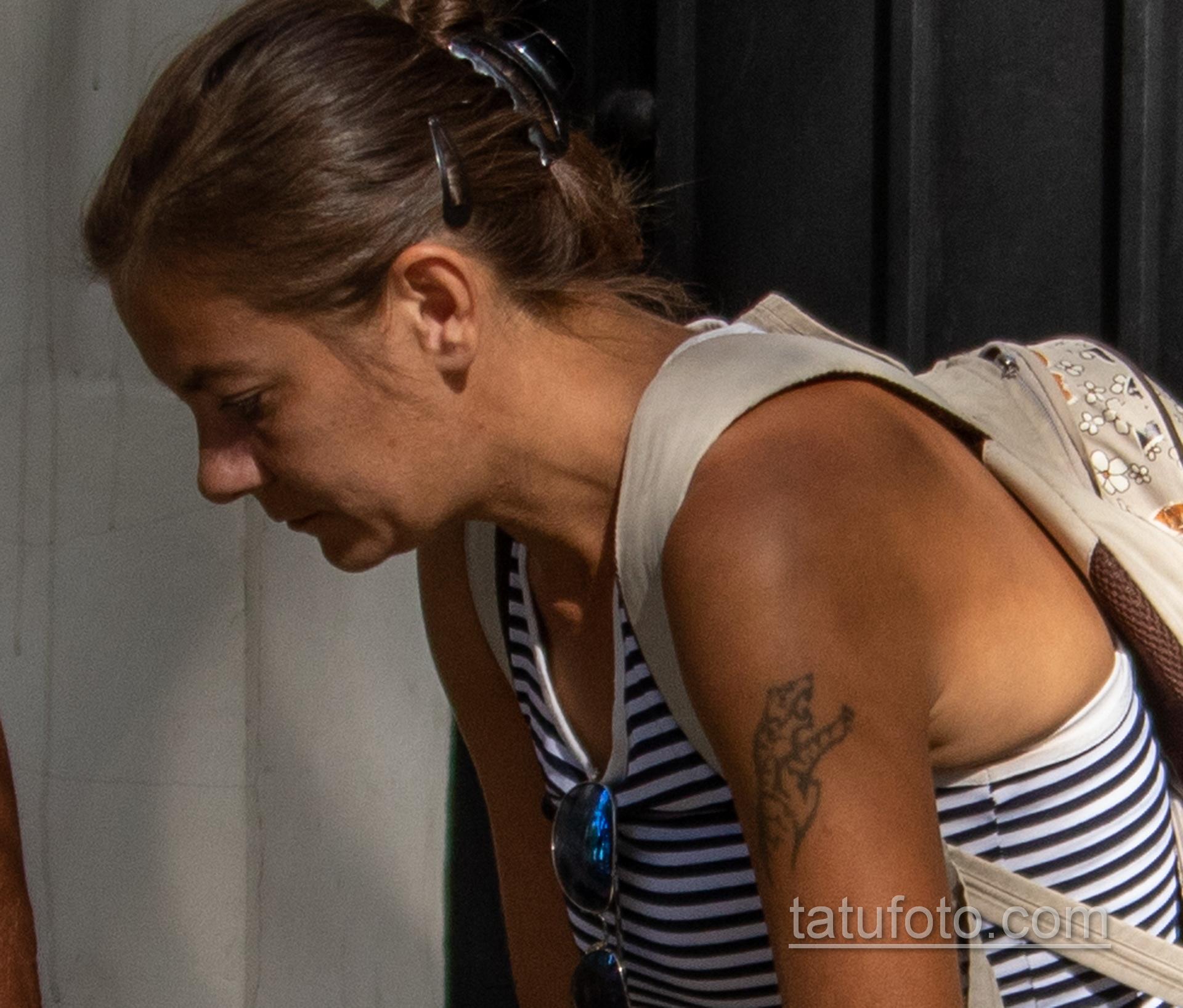 Неудачная татуировка с тигром на левом плече женщины - Уличная татуировка 14.09.2020 – tatufoto.com 3