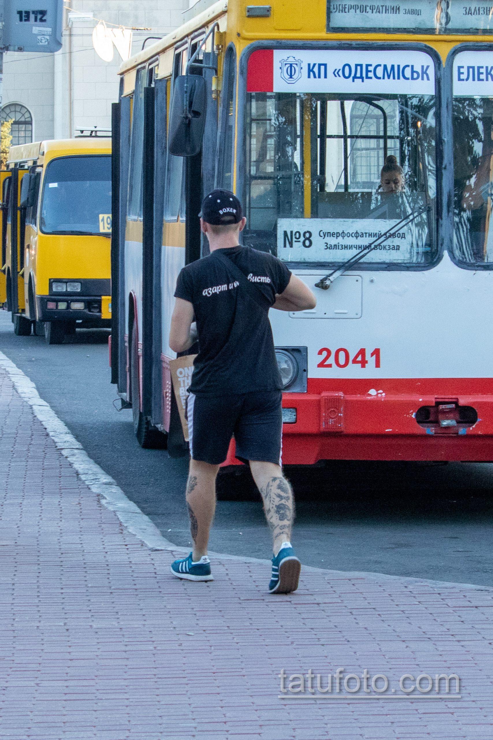 Олдскул тату на ноге парня с тигром – боксером и цепями - Уличная татуировка 14.09.2020 – tatufoto.com 1