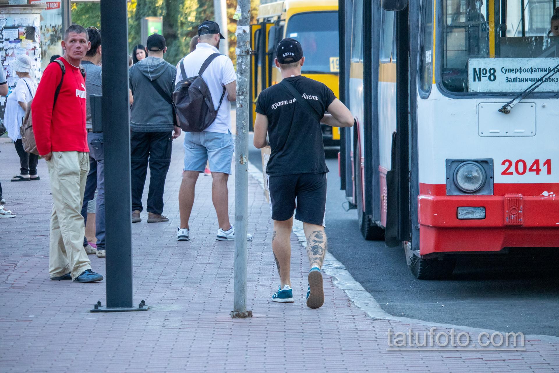 Олдскул тату на ноге парня с тигром – боксером и цепями - Уличная татуировка 14.09.2020 – tatufoto.com 5