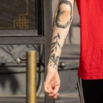 Парень с тату змея – голова девушки и колья – 17.09.2020 – tatufoto.com 3