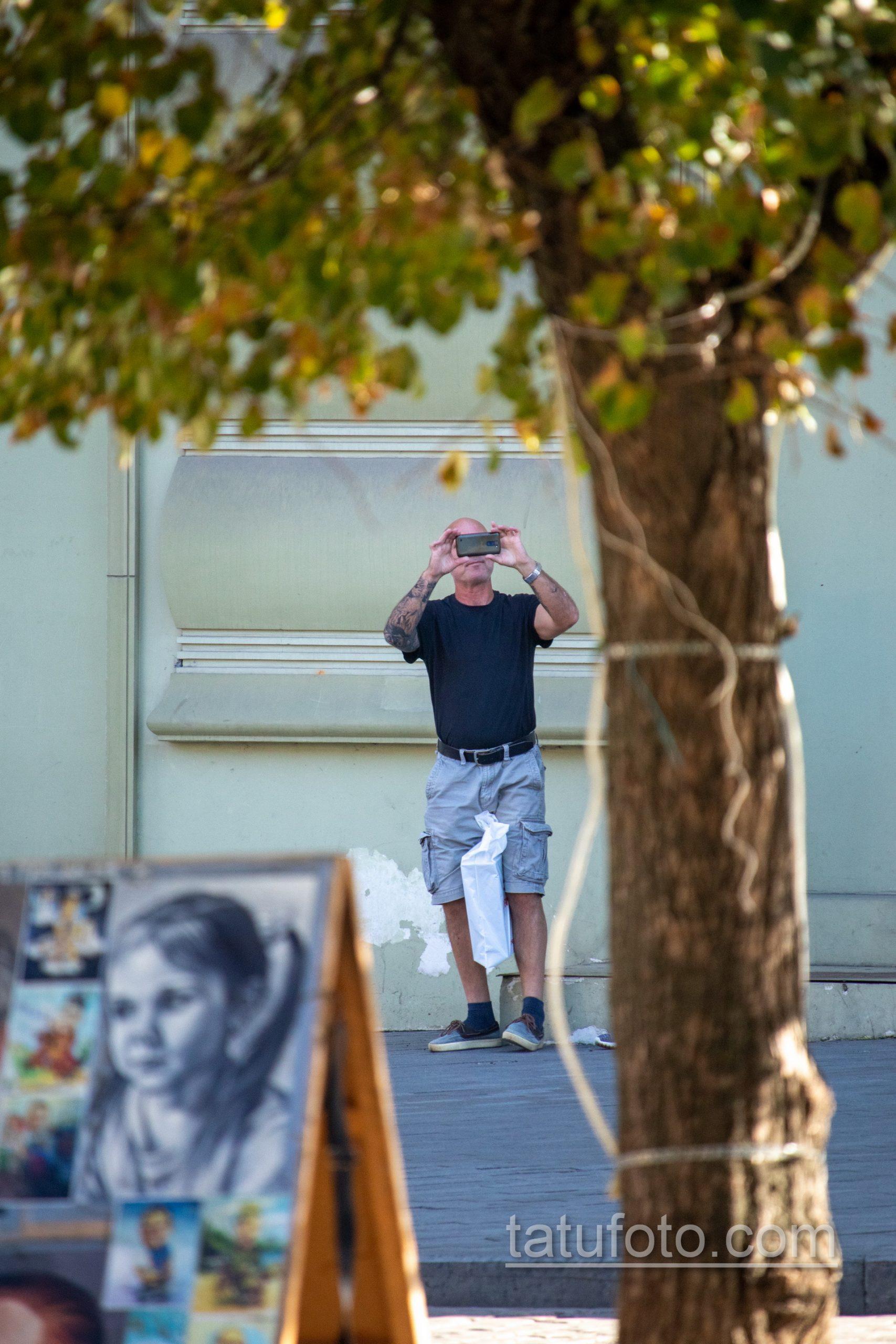 Рукав тату с часами и лицом девушки на правой руке взрослого мужчины - Уличная татуировка 14.09.2020 – tatufoto.com 1