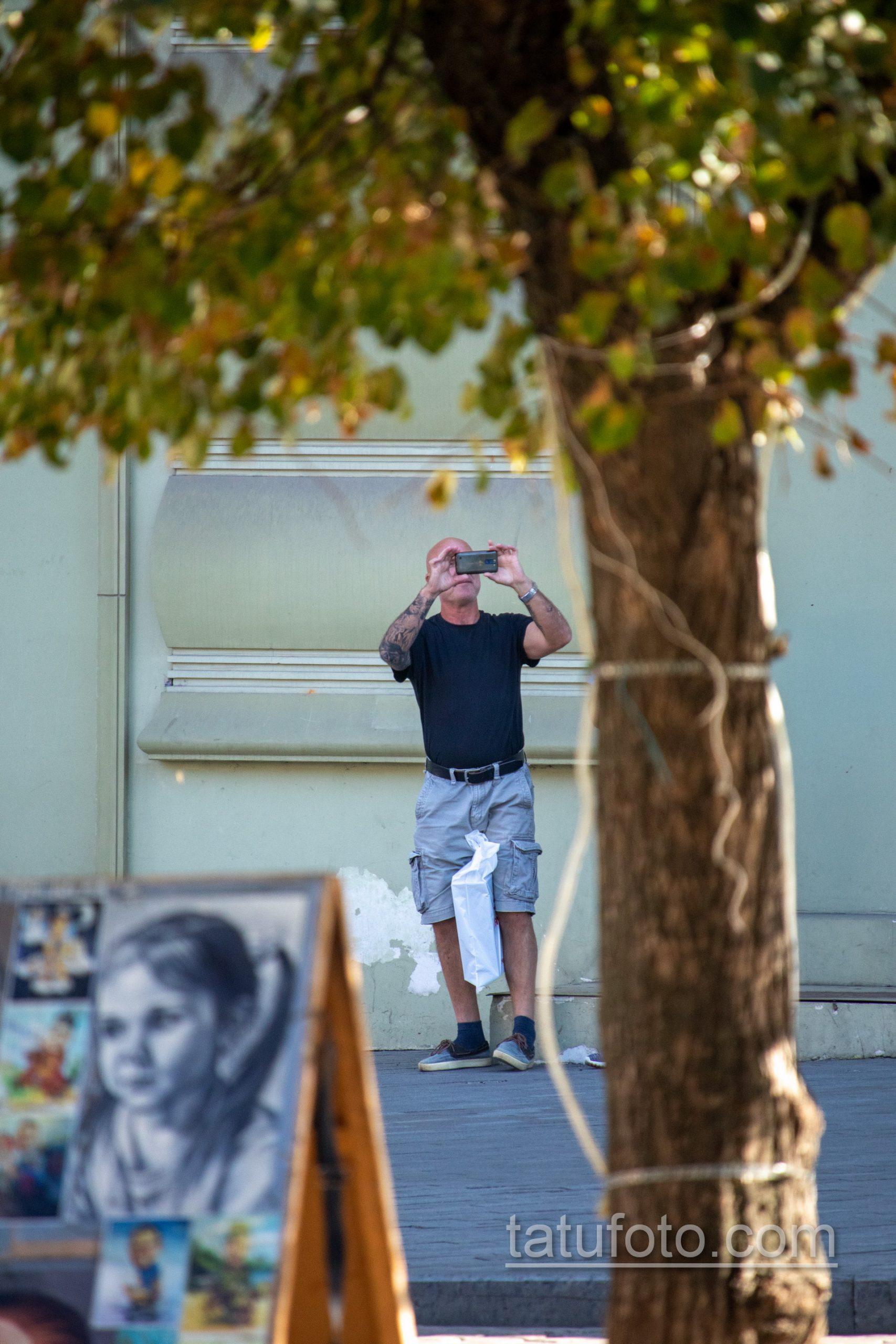 Рукав тату с часами и лицом девушки на правой руке взрослого мужчины - Уличная татуировка 14.09.2020 – tatufoto.com 2