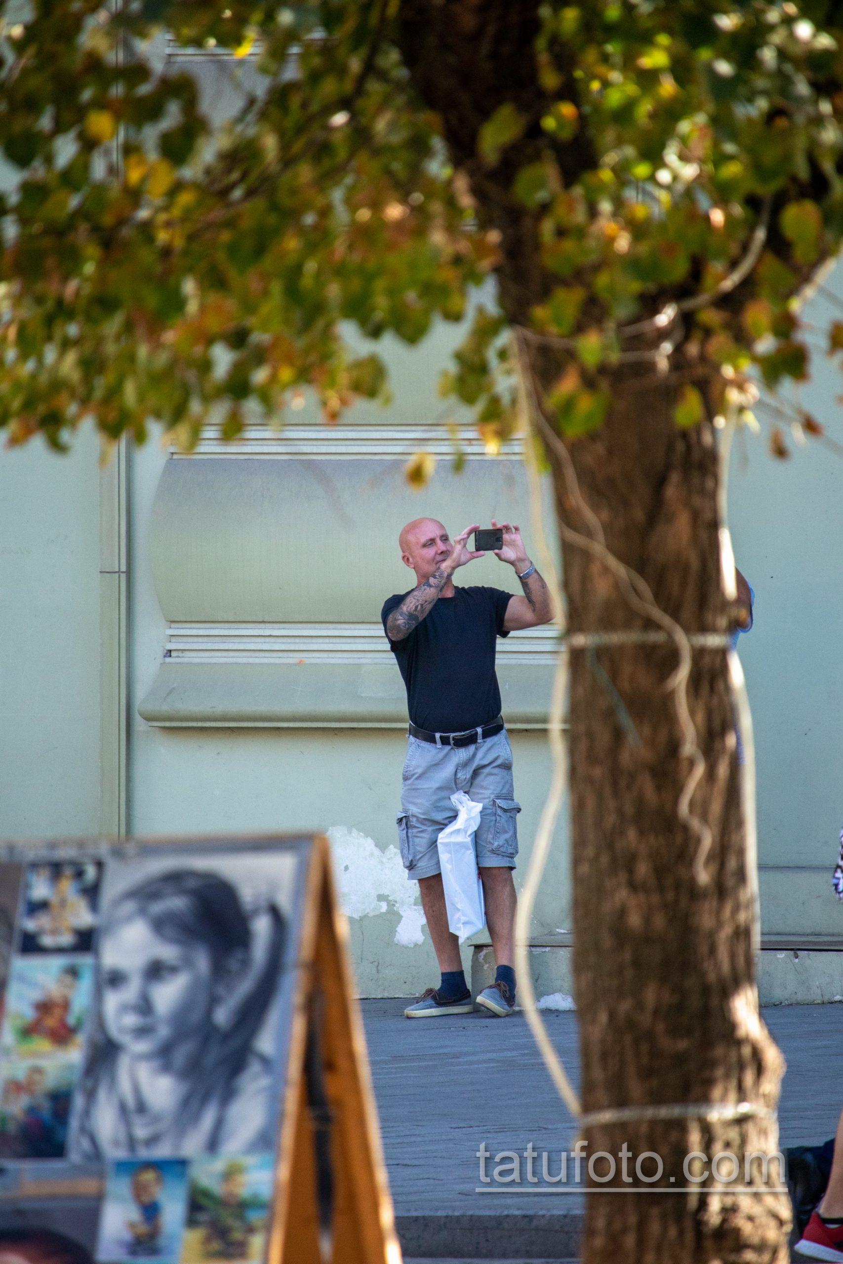Рукав тату с часами и лицом девушки на правой руке взрослого мужчины - Уличная татуировка 14.09.2020 – tatufoto.com 5