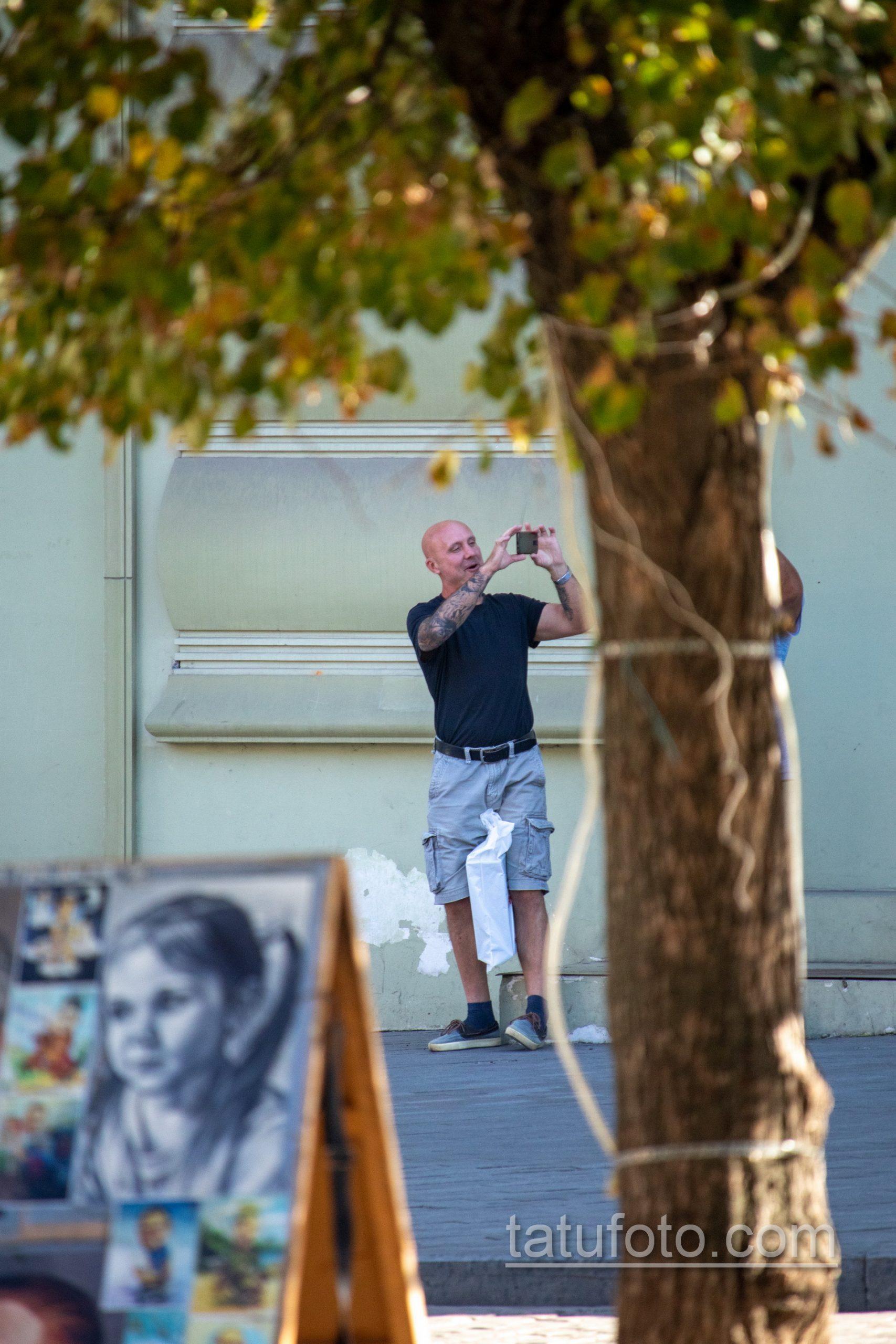 Рукав тату с часами и лицом девушки на правой руке взрослого мужчины - Уличная татуировка 14.09.2020 – tatufoto.com 6
