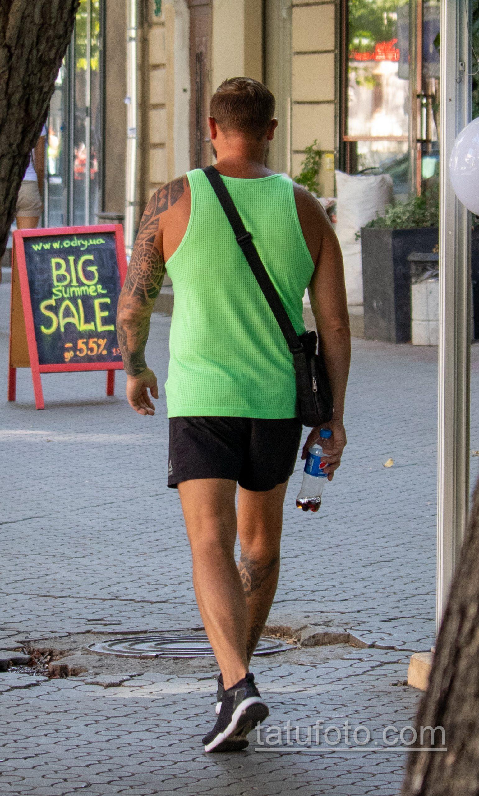 Славянские татуировки на левой руке и правой ноге мужчины - Уличная татуировка 14.09.2020 – tatufoto.com 3