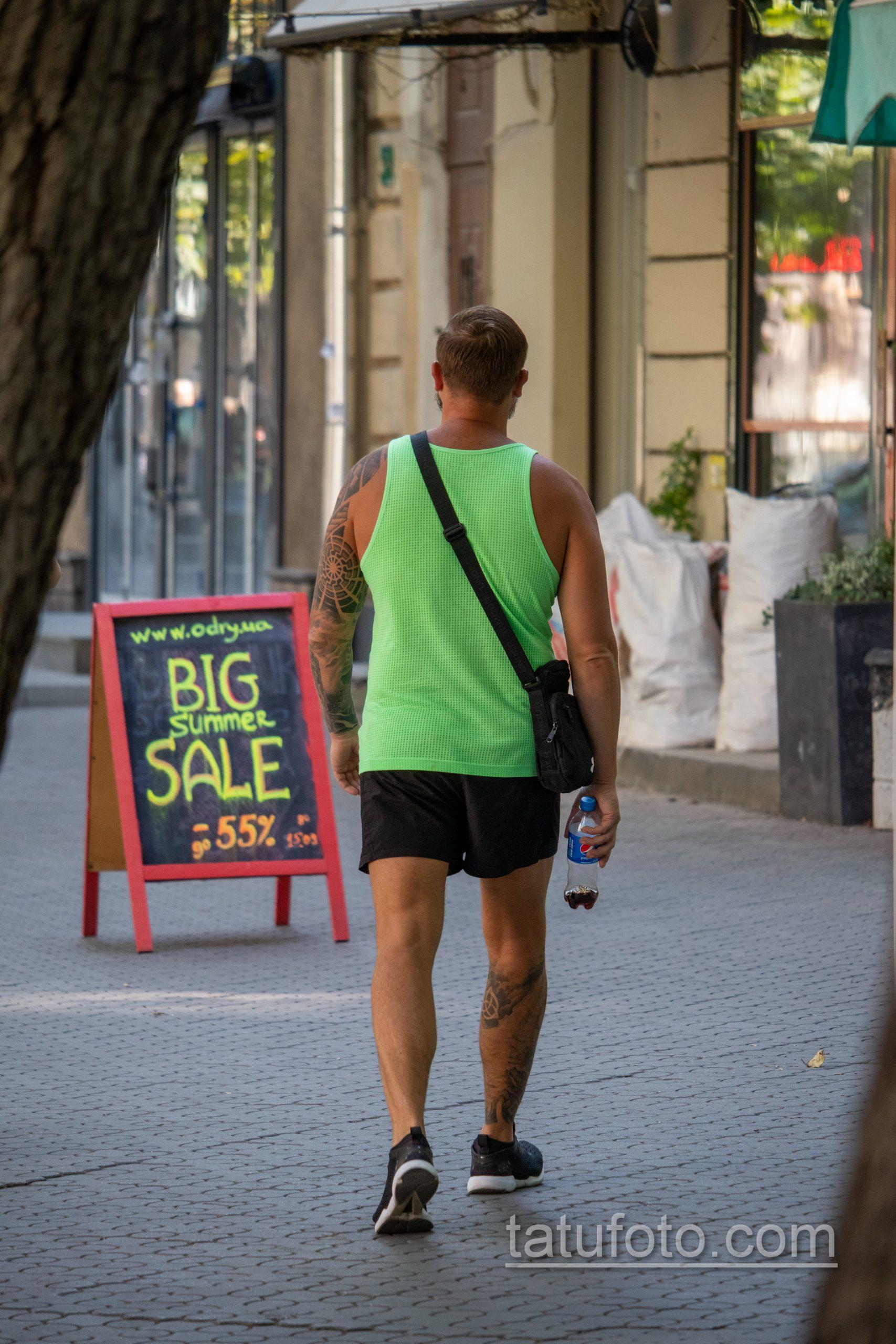 Славянские татуировки на левой руке и правой ноге мужчины - Уличная татуировка 14.09.2020 – tatufoto.com 7