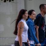 Старая татуировка браслет с цветами на плече девушки – Уличная татуировка (street tattoo)-29.09.2020-tatufoto.com 4