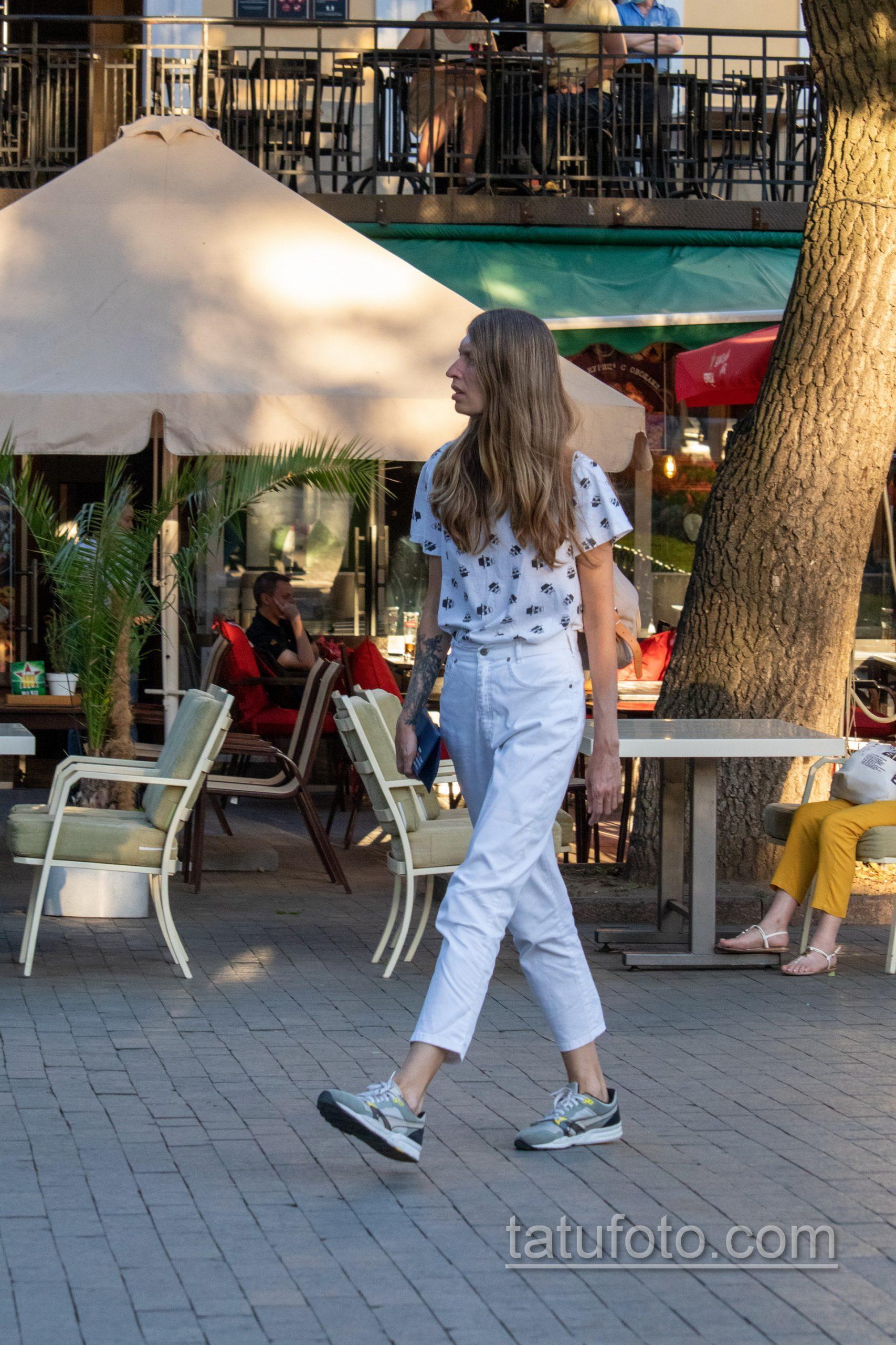 Татуировка Дон Кихот на правой руке девушки – Уличная татуировка 14.09.2020 – tatufoto.com 4