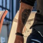 Тату ангел с мечем в руках на правом запястье парня – Уличная татуировка (street tattoo)-29.09.2020-tatufoto.com 3