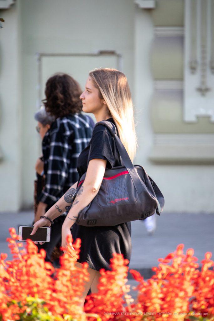 Тату бесконечность и круг с цветами на руке девушки --Уличная тату-street tattoo-21.09.2020-tatufoto.com 1