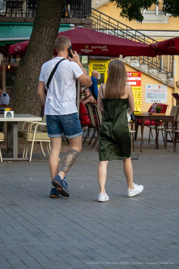 Тату ветер тучи и цветы внизу ноги парня --Уличная тату-street tattoo-21.09.2020-tatufoto.com 1