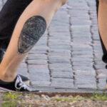 Тату воздушный шар внизу ноги девушки – Уличная татуировка (street tattoo)-29.09.2020-tatufoto.com 3