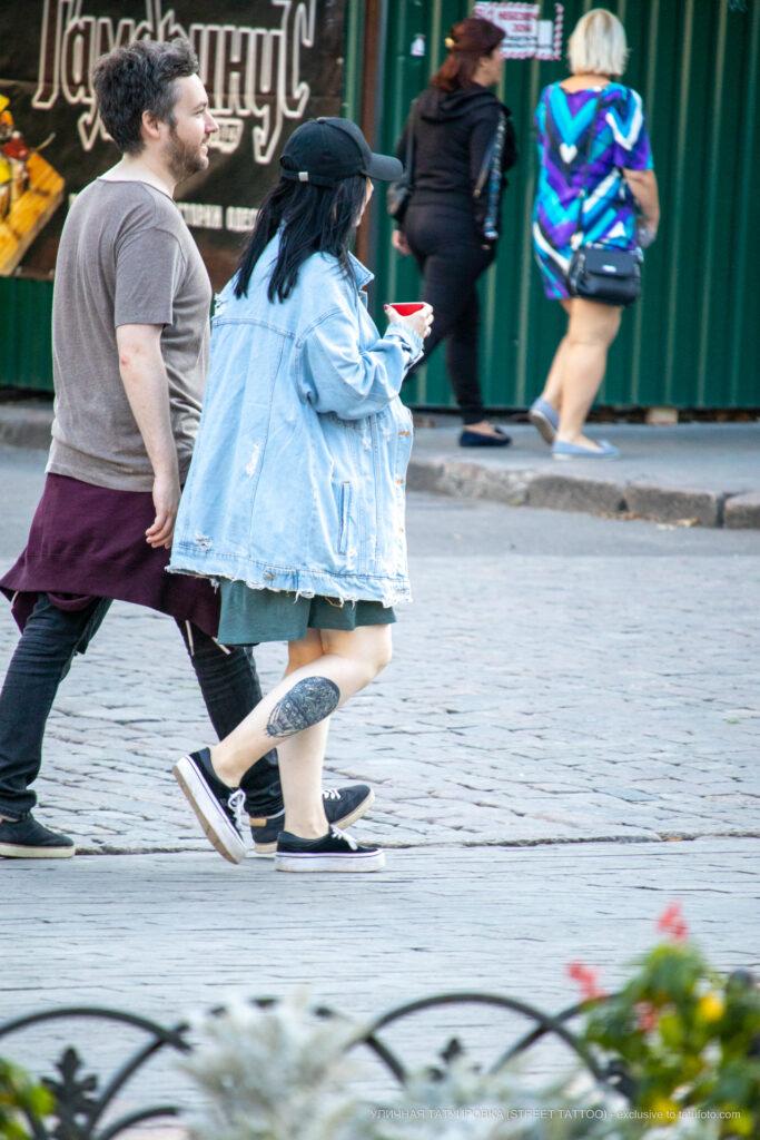 Тату воздушный шар внизу ноги девушки – Уличная татуировка (street tattoo)-29.09.2020-tatufoto.com 6