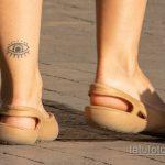Тату глаз внизу левой ноги девушки – Уличная татуировка 14.09.2020 – tatufoto.com 2