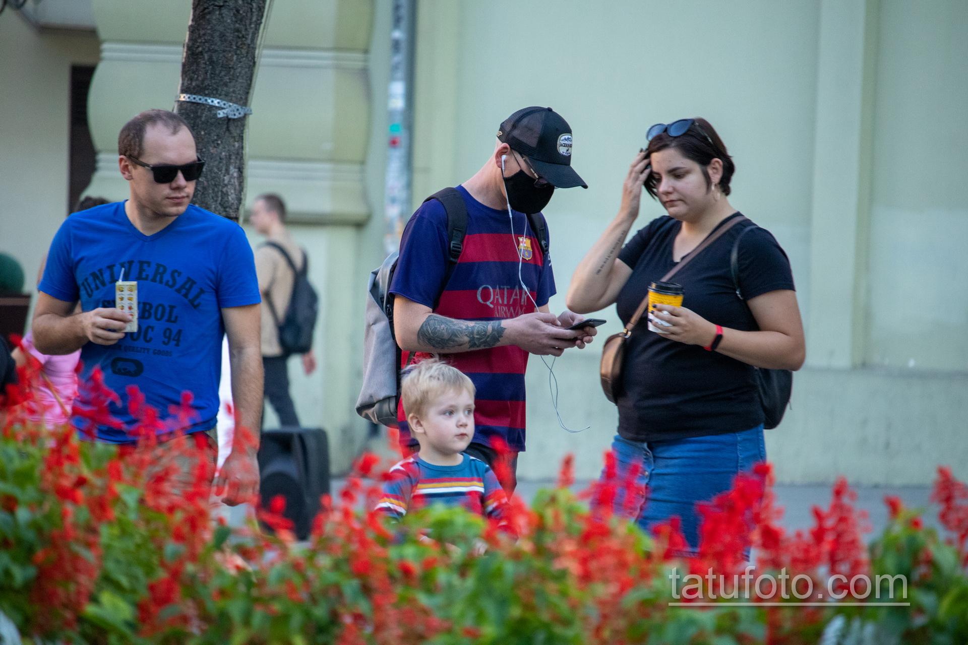 Тату девушка Санта Муэрто и роза на руке парня – Уличная татуировка 14.09.2020 – tatufoto.com 1