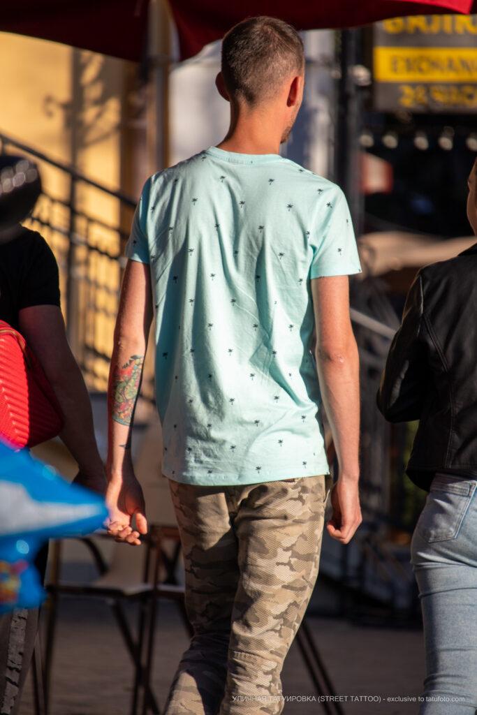 Тату зеленая змея на левой руке парня – Уличная татуировка (street tattoo)-29.09.2020-tatufoto.com 1